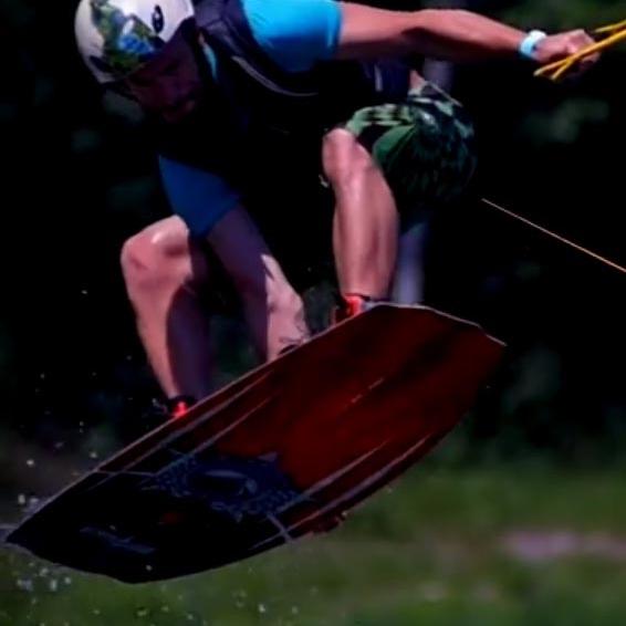 Wakeboard-Cony-Totron-Sport-Eau