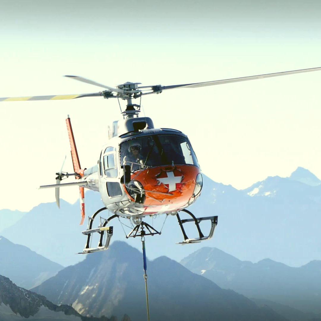 Hélicoptère CMBH Aiguille-du-midi-chantier-coursive-d-attente-mont-blanc-yocot-1-everglow