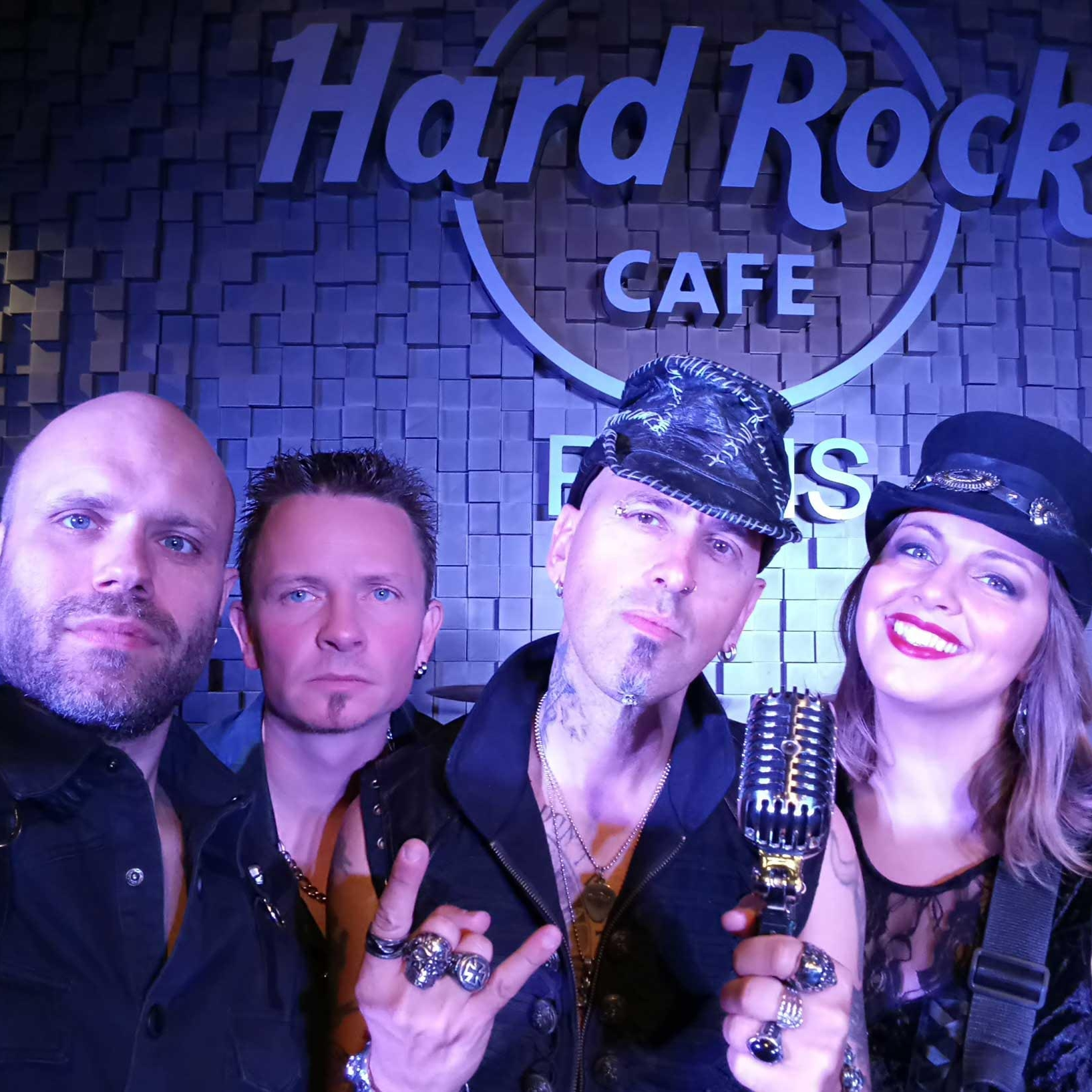 Blackstage-Hard-Rock-cafe-Paris-scene-YOCOT