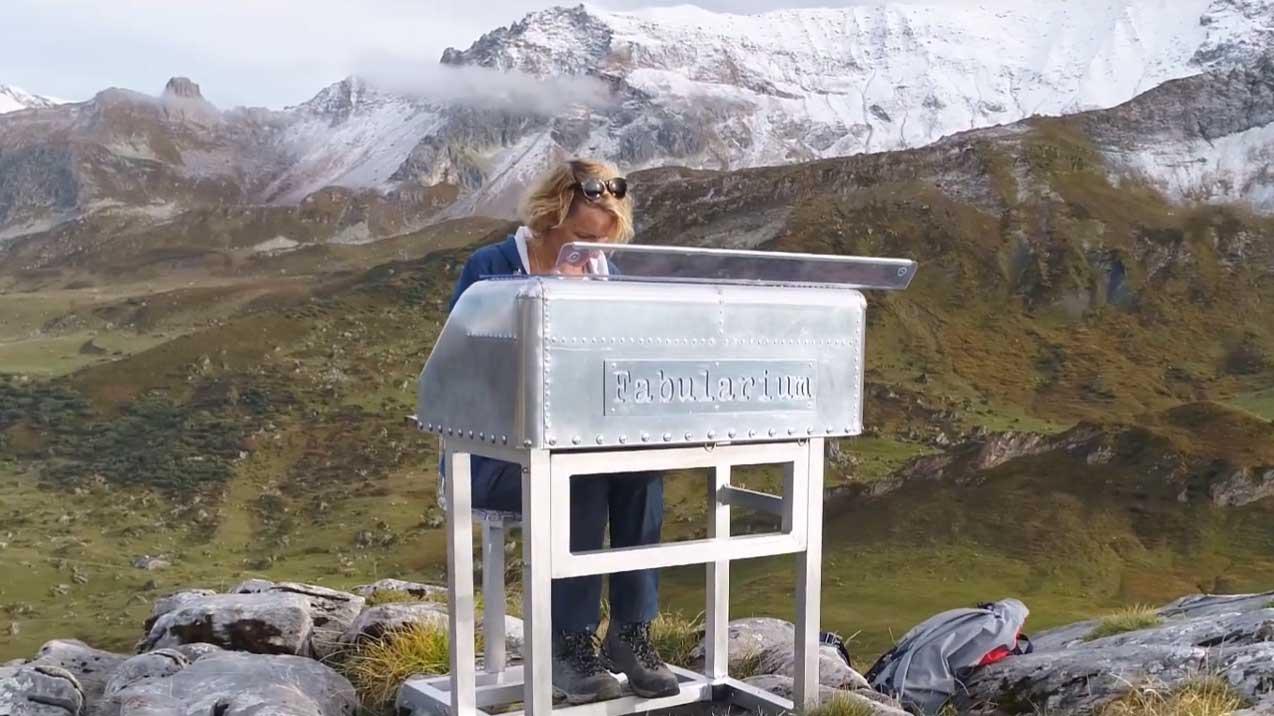 Vidéo Fabularium par YOCOT : bureau des micro-légendes au sommet des montagnes