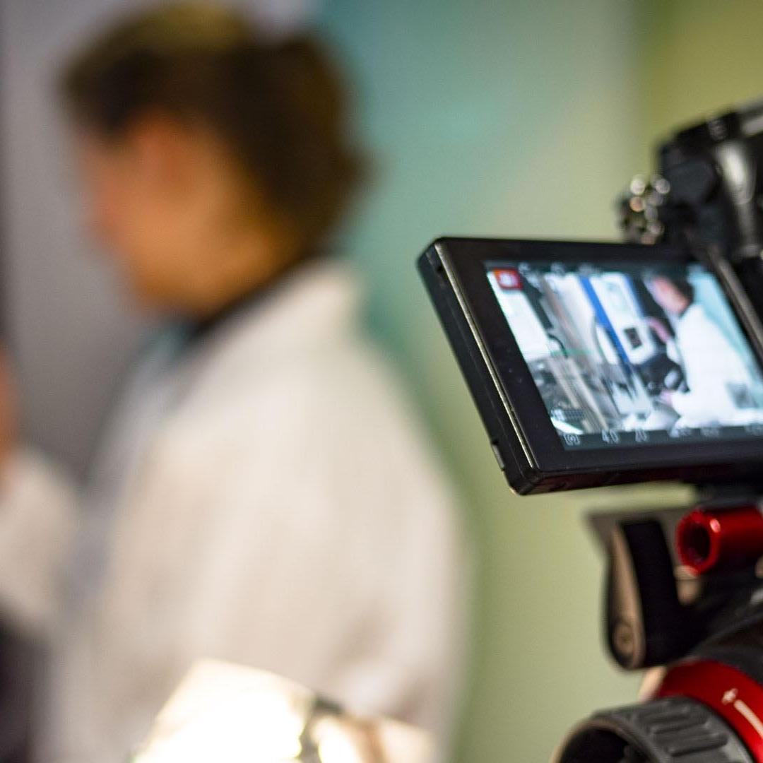 Réalisation d'un film d'entreprise avec caméra DSLR